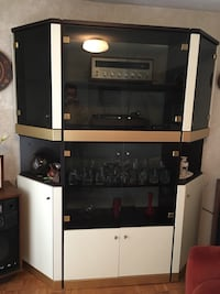 WALL UNIT - EASY TO MOVE 6 PIECES  Vaughan, L6A 2V4