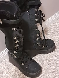 Size 9 High fur lined platform lace up boots