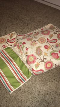 Queen quilt with two shams. Perfect Condition!!