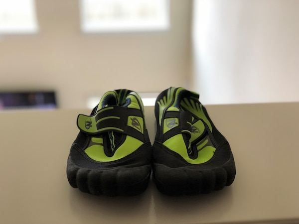 Black and green boys water shoes 057bd5e1-1473-4203-a7a6-9e8b18d73215
