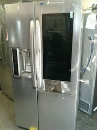 LG Side by Side Refrigerator with Showcase Hesperia