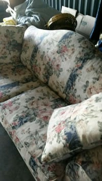 Comfortable Couch/Sofa- Excellent condition  Enfield, 06082