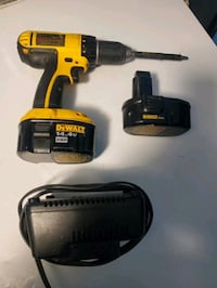 Dewalt 14.4 screw gun with charger and extra battery $45 OBO