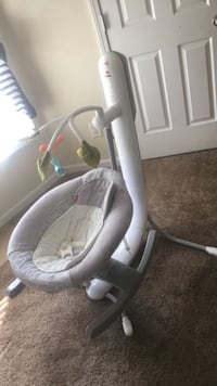 baby's gray and white bouncer 236 mi