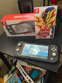Nintendo switch lite+Pokémon Shield