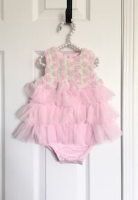 Baby girl's one piece size 6M- worn only once for pictures Mississauga, L5M 0C5