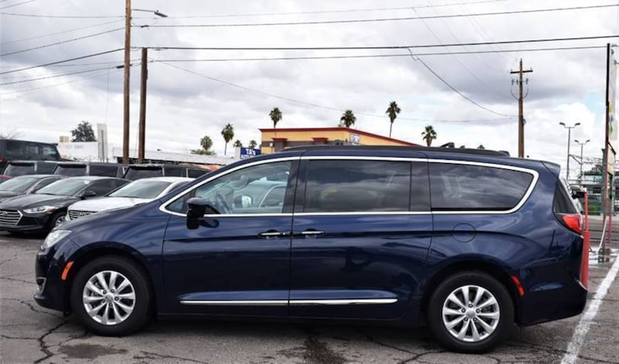 Chrysler-Pacifica-2017 1