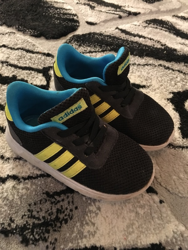 brand new b149c ac707 Adidas sneakers barn