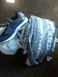 pair of white-and-blue Nike basketball shoes Paramount, 90723