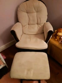 white and black leather padded armchair Brantford, N3T 5Y8