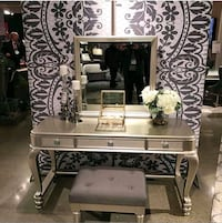 Vanity mirror chair $39 DOWN  Las Vegas, 89109