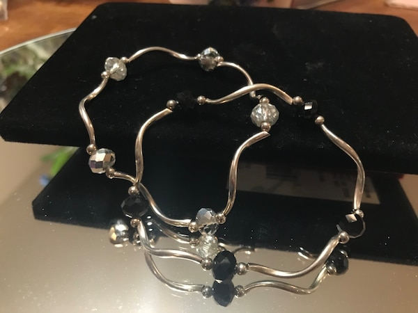 Beautiful! Set of Silver stretch Bracelets with Black & Crystal Stones 1746b760-da56-4f49-9b4e-4daac95f85dc