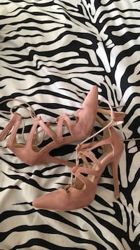 Women's pink suede heels  Mississauga, L5A
