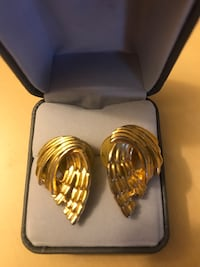 Vintage gold earrings  Arlington, 22209