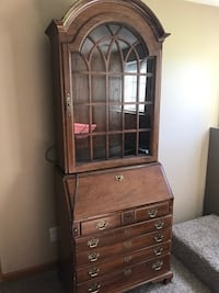 Thomasville secretary desk  Syracuse, 46567