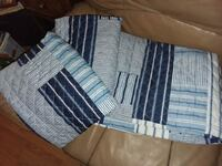 Nice blue quilt with 2 pillow cases 2099 mi