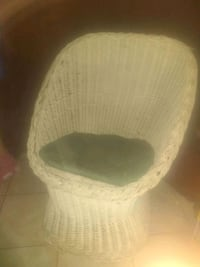 Nice white wicker chair for sale  Glendale, 85301