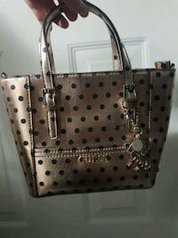 Brand new Guess polka dot purse  New Westminster, V3M 5G7