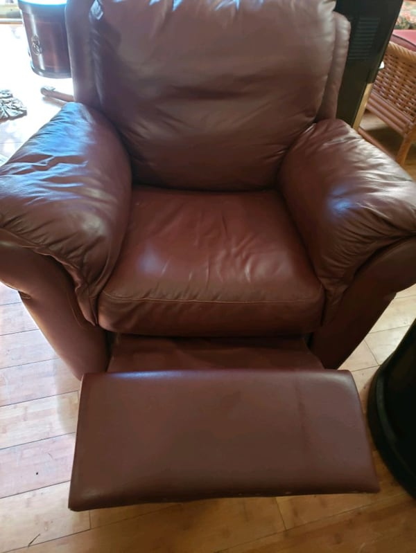 Leather reclining/swivel chair 18ed7b1f-9759-4937-a5cc-f46157f090df