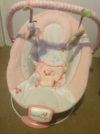 Baby's white and pink bouncer Central Okanagan, V4T 2J4