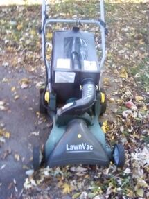 Leaf sweeper and mulcher with bag