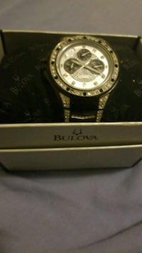 round silver-colored Bulova chronograph watch with Holland, 43528