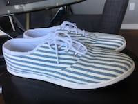 White and blue canvas shoe size 6 London, N6A