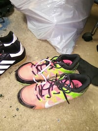 green-pink-and-black Nike low-top sneakers Sacramento, 95817