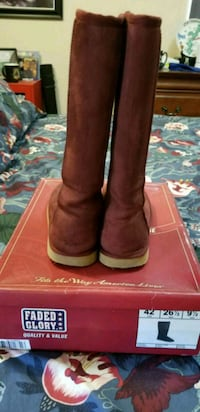 Winter Burgundy boots  Fort Meade, 20755