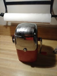 1950's Vintage Ice Crusher Hanover, 17331