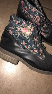 Floral black combat ankle boots Cathedral City, 92234