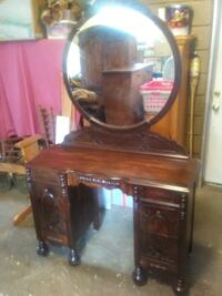 Brown wooden vanity table with mirror Knoxville, 37919