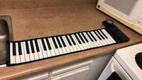 black and white electronic keyboard Toronto, M1L 4S1