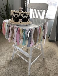 Vintage highchair. daily rate. first birthday. Cake smash Party. Baby