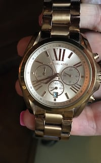 Round gold michael kors chronograph watch with link bracelet Vaughan, L4J 9G6