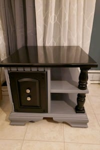 Very nice end table all real wood  Blairstown, 07825