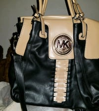 black Michael Kors leather shoulder bag Houston, 77055