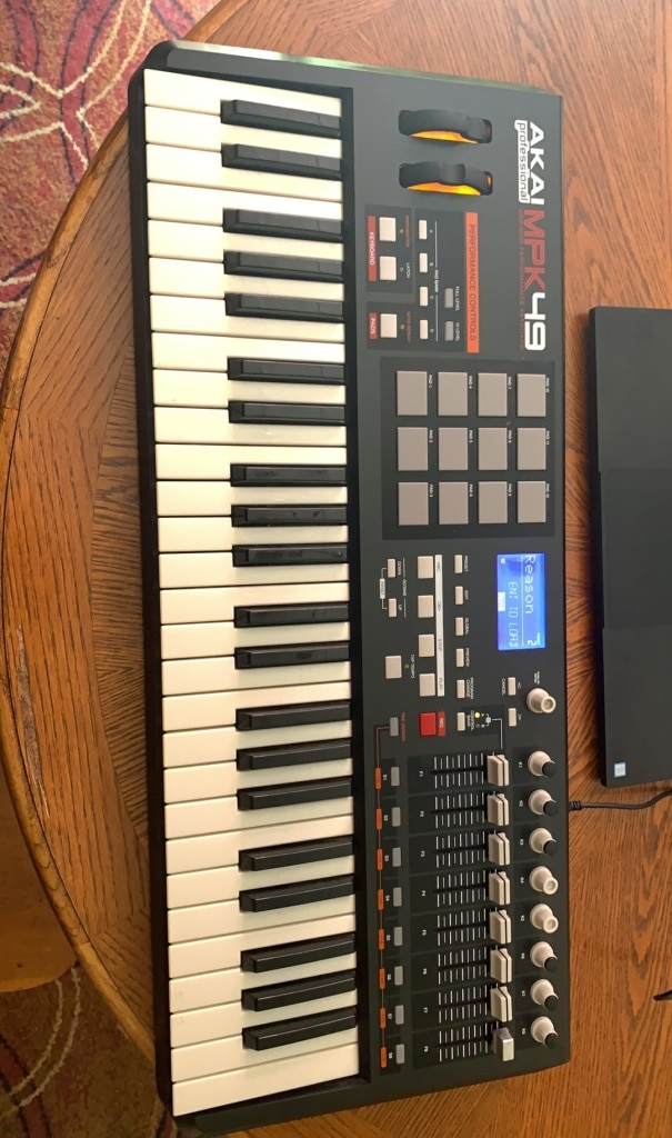 Photo Akai MPK49 with Stand and usb cable
