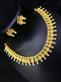 Gold colour Necklace with studs  Mississauga, L5A 1W6