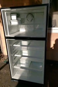 Free fridge. turns on and fans run, no cold air. pick up only Crownsville, 21032
