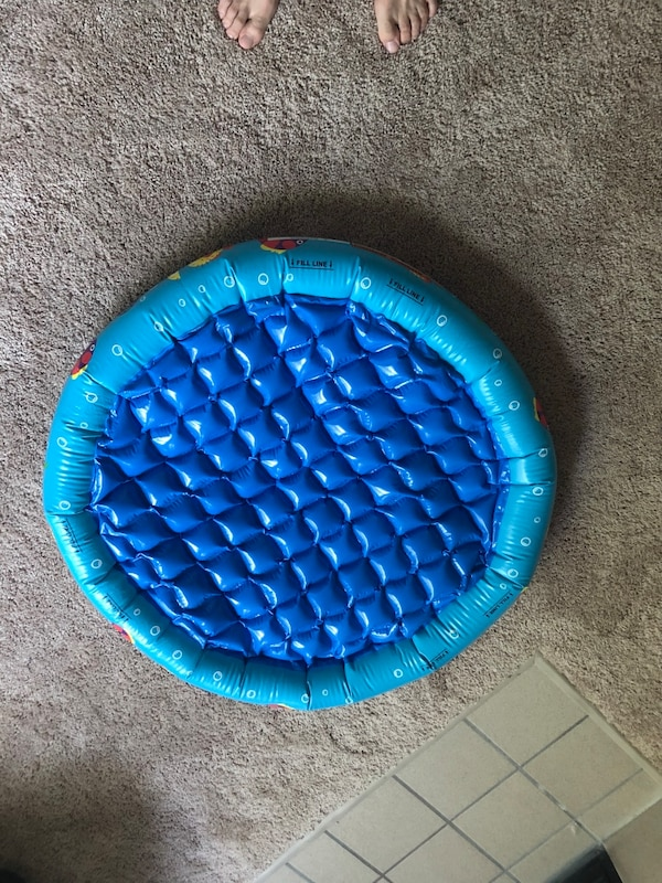 Baby pool / floater 8e17c4f4-6b04-4a68-8458-5c414c27ea1e