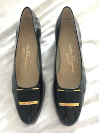pair of black leather pointed-toe flats Germantown, 20874