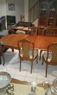 brown wooden dining table and chairs Vaughan, L4K