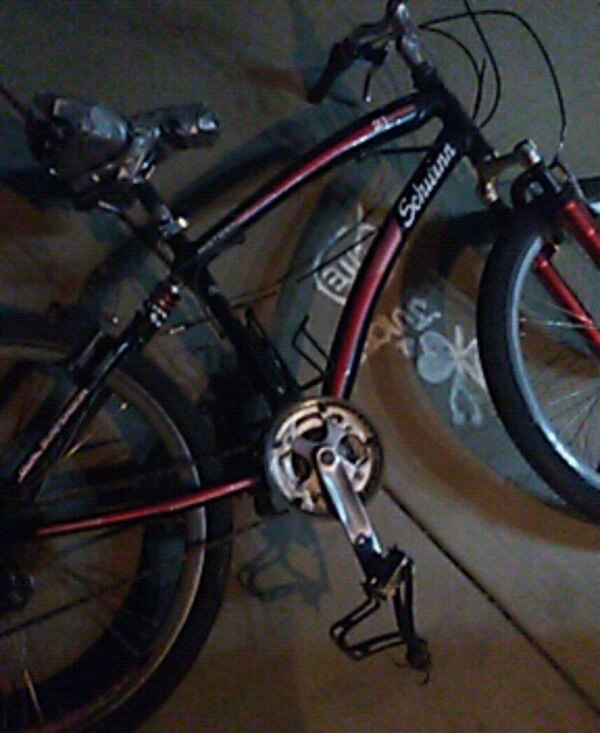 black and red hard tail mountain bike b7ad1746-ff1a-4b3b-89d8-72b29c8552c2