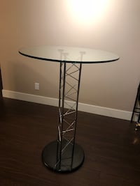 round glass top table with black metal base Surrey, V3T