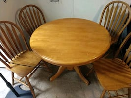 Round table w/leaf built in and 4 chairs