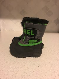 Like new Sorel green and black boot toddler size 6  Vaughan, L0J 1C0