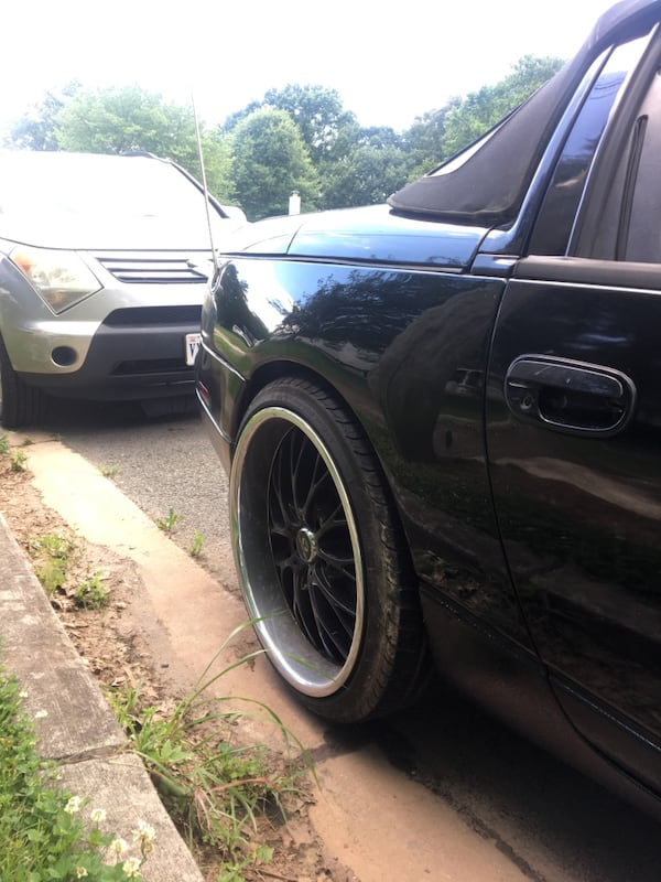 Lorenzo 20' rims and tires  Front- 20'x8.5 Rear- 20'x 10 c7f19f59-d30a-487e-82a4-ea398eecd384