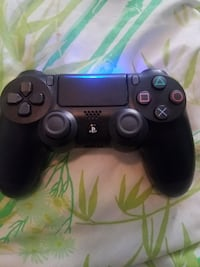 black Sony PS4 game controller null