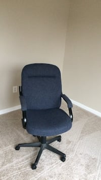 black and gray rolling armchair Ashburn, 20147